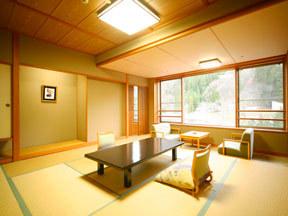 長栄館 最上階の6階にある部屋でゆったり感と展望のよさが特徴