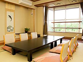 """""""美と健康と癒しの宿""""ホテル八田 広く使える次の間付の和室"""