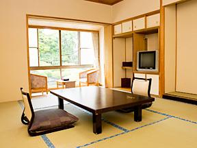 ホテル石風 日本庭園に面した落ち着いた和室