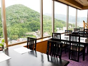 甲府富士屋ホテル 湯村山や湯村温泉郷を眺めながら、和食の膳をいただける「雲居」