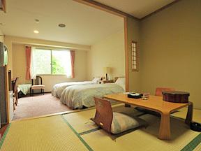 名湯の森ホテルきたふくろう 原生林を望むゆとりスペースの和洋室