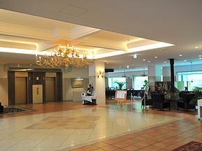 旭岳温泉ホテルベアモンテ ゴージャスで広々としたエントランス