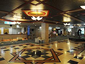 定山渓グランドホテル瑞苑 開放感があり広々とした1階スペース