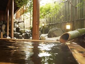 ホテルグリーンプラザ上越 露天風呂の一角にしつらえられた桶風呂