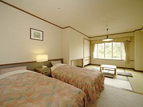 ホテルグリーンプラザ上越 畳でくつろぐこともできる「和洋室」