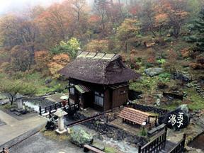 旅館玉子湯 宿のトレードマークとなっている湯小屋