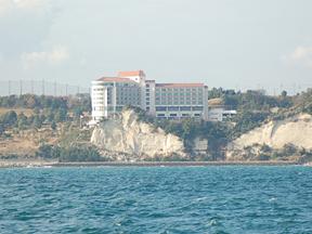 小名浜オーシャンホテル&ゴルフクラブ 南欧風リゾートホテルの目の前はすぐ海