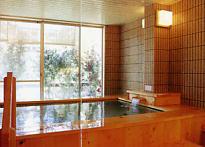 くつろぎの宿華滝 浴場からも摺上川を眺めくつろげる