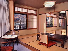 旅館内田屋 空間を贅沢に使える二間続きの葵の間