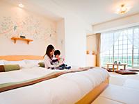 ホテルグリーンプラザ東条湖 【ファミリー】赤ちゃんプランプレミアム専用ルームはすべて禁煙。部屋にはパパ・ママ・赤ちゃんの3人が一緒に寝ても大丈夫なキングサイズベッドが。
