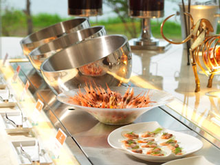 あかん遊久の里鶴雅 道内産の野菜を中心に、70品弱のメニューが揃う「北海道ビュッフェHAPO」