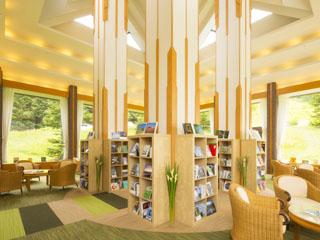 星野リゾート リゾナーレ トマム ラウンジにはブックス&カフェも
