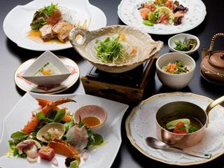 ニセコ昆布温泉ホテル甘露の森 和洋折衷コース料理は四季折々のお食事をご用意