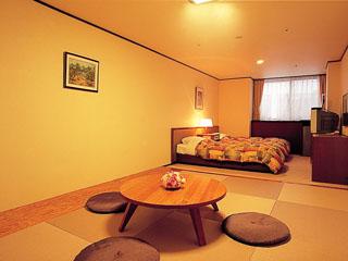 ニセコ昆布温泉ホテル甘露の森 ツイン+畳6畳のスタンダード和洋室