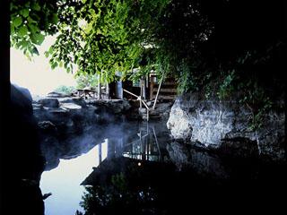 丸駒温泉旅館 湖と繋がる天然露天風呂
