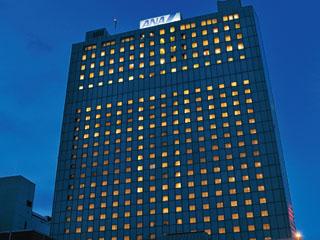 札幌全日空ホテル(2017年12月1日より:ANAクラウンプラザホテル札幌) 26階建ての高層ホテル。JR札幌駅より徒歩7分とビジネスに便利。近郊に時計台・道庁・植物園等観光スポットも有り便利。