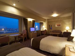 札幌全日空ホテル(2017年12月1日より:ANAクラウンプラザホテル札幌) 42平米デラックスツイン 夜景の見える17階以上のお部屋