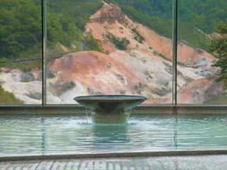 第一滝本館 男性展望風呂からは地獄谷の絶景がご覧いただけます