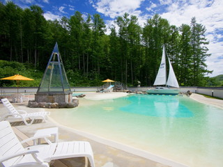 きたゆざわ 森のソラニワ(旧:湯元第二名水亭) 天然温泉を使用した1500平方メートルもの広い温泉ビーチ