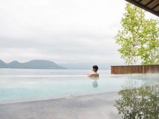 洞爺サンパレス リゾート&スパ 湖とひとつになり、絶景に浸かる露天風呂