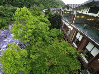 星野リゾート 奥入瀬渓流ホテル 奥入瀬の大自然を庭に持つ静寂と癒しのリゾート。瀬音が心地よい寛ぎの滞在を