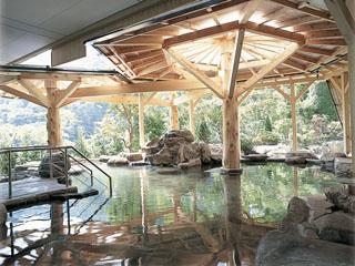 花巻温泉 ホテル紅葉館 四季の彩りを楽しめる露天風呂。県立自然公園内であることを体感できます!