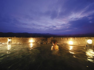 ホテル森の風鶯宿 空中露天風呂。眺めは抜群