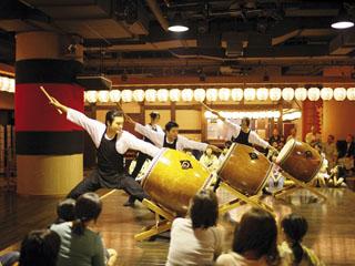 ホテル森の風鶯宿 毎日開催される、お祭り広場の太鼓や民謡のショー