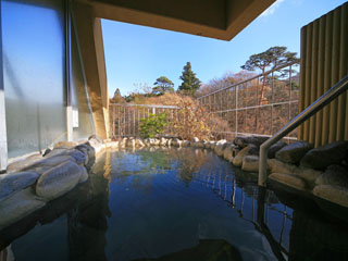 大江戸温泉物語 鳴子温泉 ますや 四季の山々の移り変わりを楽しめます