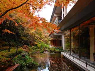 ホテルニュー水戸屋 秋は中庭園の色づきをお楽しみいただけます