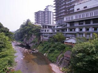 伝承千年の宿 佐勘 名取川の渓流をご覧いただきながら、おくつろぎいただけます