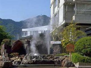 鳴子ホテル 創業130余年の湯治文化を伝承する温泉宿。彩り豊か、様々な色に変化する源泉かけ流しの温泉を心ゆくまでご堪能下さい。