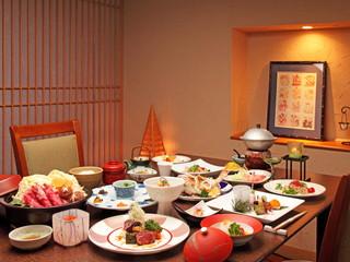 ホテル華の湯 地産地消のビュッフェ、風舞でのモダン創作料理、あさかの里での会食等プランが豊富
