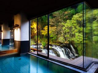 絶景露天風呂と貸切風呂が自慢の宿 東山温泉 庄助の宿 瀧の湯 大浴場