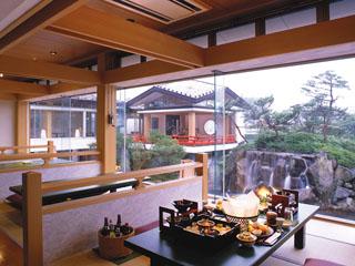 鬼怒川パークホテルズ 中庭を眺めながらお食事をお楽しみいただける料亭「月見亭」