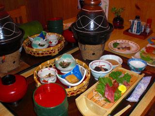 平成の旅籠なかざわ旅館 季節のお食事は地元の食材で作る