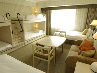 オリエンタルホテル 東京ベイ 二段ベッドがノスタルジックなグランデ6は、3世代の宿泊はもちろん女子会にも人気