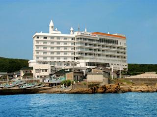 グランドホテル太陽 海のすぐ近くの高台に建つ宿