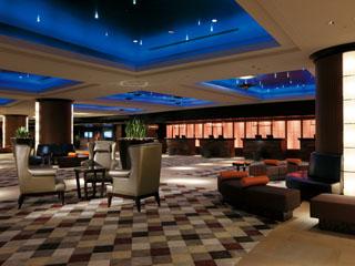 シェラトン・グランデ・トーキョーベイ・ホテル 「豪華クルーズライナー」をイメージしたホテルロビー