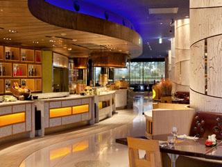 ヒルトン東京ベイ ホテルのレストランではアジアやヨーロッパなどの料理を堪能できる