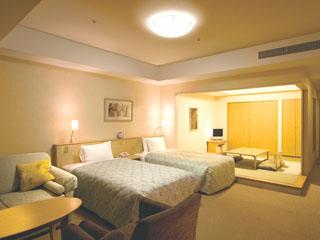 ホテル エミオン 東京ベイ 靴を脱いでくつろげる和洋室。3世代でのご利用にも最適!
