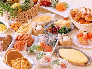 できたてフレンチトーストやワッフルなど、40種類以上のメニューが味わえる朝食ブッフェ