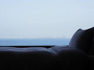 ホテルニューオータニ幕張 オーシャンビューの客室より眺める海