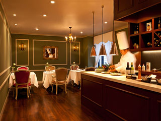 ホテルフランクス 最上階の海の見えるレストランでお食事も可能