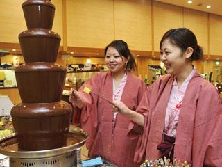 鴨川ホテル三日月 バイキング・チョコレートファウンテン お好みの果物と一緒にお召し上がり下さい
