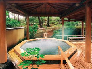 鴨川館 男性浴場の露天ジャグジー