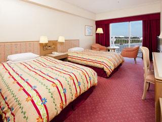 東京ベイ舞浜ホテル クラブリゾート アトリウムを囲む全703室の客室は、明るい色調で統一されたくつろぎの空間