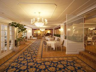 グランドプリンスホテル高輪 フランス料理 ル・トリアノン。他、和洋中のバラエティ豊かなレストランがある