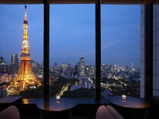ザ・プリンス パークタワー東京 33階「ステラガーデン」からは東京タワーと東京スカイツリーを見ることができます