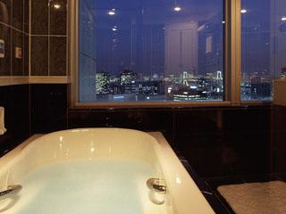 ザ・プリンス パークタワー東京 都心の夜景を眺めることができるビューバスルーム